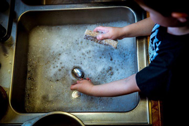 Bambini smart: perchè educare alle faccende domestiche